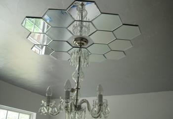 Украшение для люстры из шестиугольных зеркал