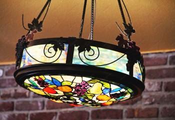 Подвесной витражный светильник