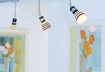 Такие системы предполагают перемещение светильников по направляющим