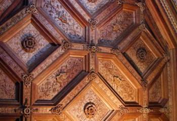 Покупать такой потолок или нет, уже зависит не от высоты комнаты