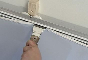 Монтаж акустической ткани натяжного потолка