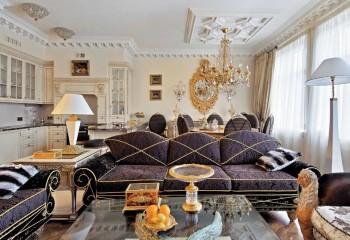Потолочные розетки в интерьере гостиной в стиле эклектика: асимметричное расположение кессонной композиции