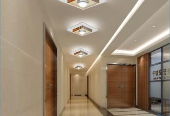 В узких и длинных коридорах светильники можно располагать в ряд