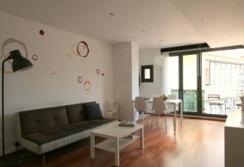 Двухступенчатый потолок, зонирующий студийное помещение