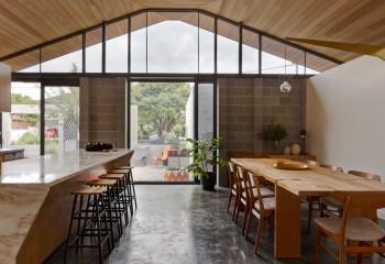 Подшивка двухскатного потолка