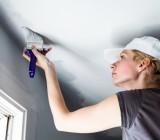 Как покрасить потолок водоэмульсионным составом: все этапы процесса