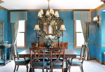Классический взгляд на оформление комнаты – формы и цвет люстры перекликаются с элементами интерьера