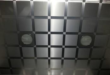 Модули из алюминия в отделке потолка