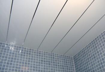 Такие же панели в ванной