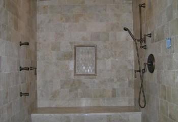 Плитка на потолок керамическая в такой ванной прослужит очень долго