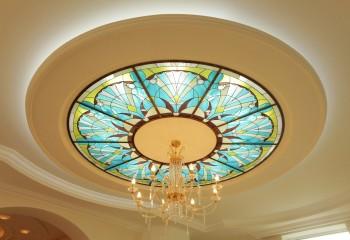 Грамотно подобранная, сбалансированная подсветка эффектно подчеркнет форму потолка