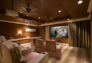В домашнем кинотеатре