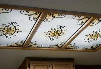 Вставка из пластика с фотопечатью в гипсокартонный потолок