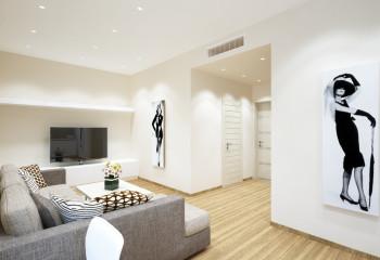 Такие потолки одинаково хорошо будут смотреться в простых комнатах, или помещениях, с которыми работают дизайнеры