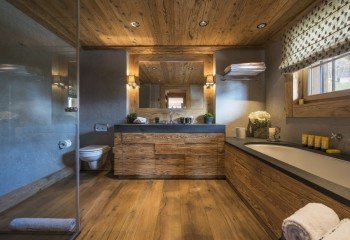 Термообработанная древесина влаги не боится
