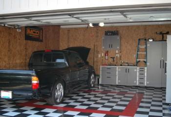 Плиты OSB отлично подходят для обшивки стен и потолка в гараже