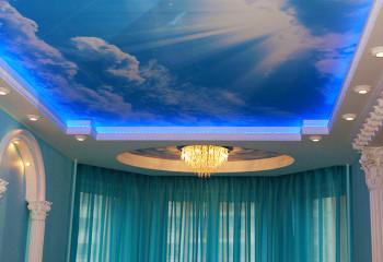 Натяжное полотно «небо» создает атмосферу свободы и бесконечности