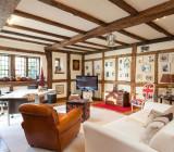 Балки на потолке – варианты дизайна и рекомендации по применению в интерьере
