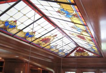 Оформление потолка в интерьер в классическом стиле