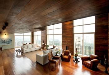 Для таких потолков можно использовать массивные широкие доски