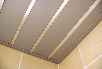 Подшивка потолочными алюминиевыми рейками