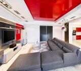 Натяжной потолок красный: для какого интерьера подойдет