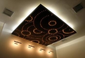 Вариант комбинированной подсветки потолочной поверхности