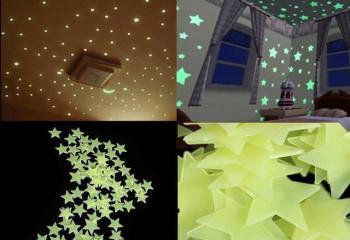 Наклеив на потолок светящиеся звезды, можно быстро и дешево украсить комнату
