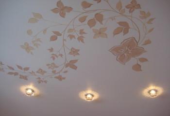 Роспись на белом подвесном одноуровневом потолке
