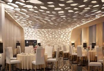 Объемные ажурные потолок и стена
