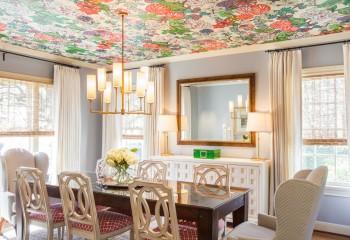 Натяжные потолки с цветами подходят для любого помещения