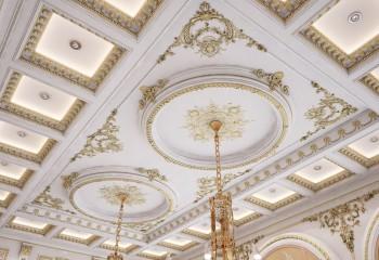 А это просто красивый потолок: устанавливать такое без опыта навряд ли придет кому-то в голову