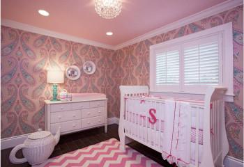 Оттенок потолка может совпадать с цветом стен, что сделает помещение уютным