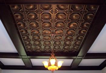 Оригинальный потолок из полистирольной плитки