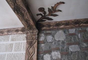 Один из вариантов отделки деревянного интерьерного декора