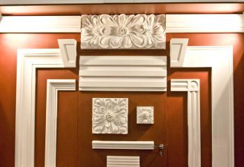 Различные варианты потолочного декора