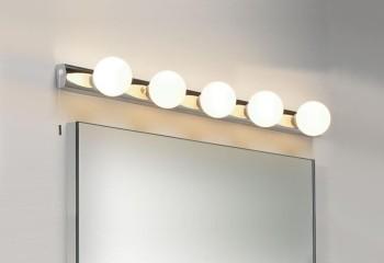 Такой светильник можно крепить и на стену, и на потолок