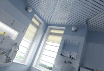Потолок из панелей с декоративными вставками