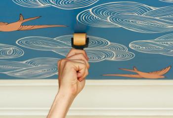 Важно качественно выполнить стыковку швов соседних полотен, чтобы предотвратить их отслаивание
