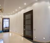 Освещение потолка в коридоре – особенности помещения и распространения света в нем