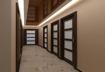 Даже для большого коридора отлично подойдут глянцевые элементы