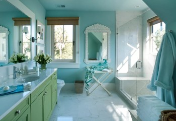 Голубой навевает мысли о чистоте и прохладе