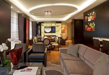 Кроме ниши по периметру, подсветку можно монтировать и за выступающим элементом многоуровневого потолка