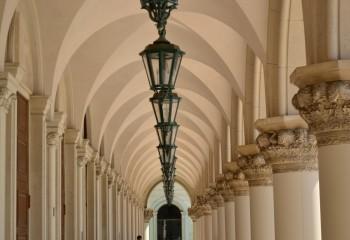 Дворцовая анфилада с арочными сводами