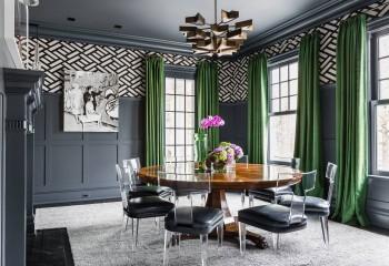 Тёмно-серый потолок смотрится весьма элегантно, если правильно обыграть интерьер