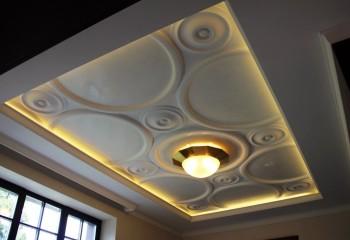Гипсовая плитка в дизайне потолка