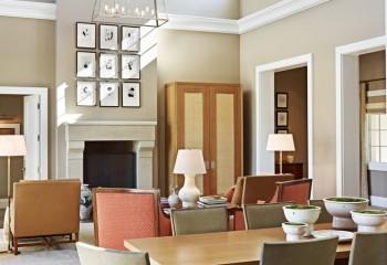 В доме со вторым светом карниз монтируется на уровне высоты стандартного этажа