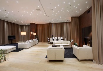 Одним из основных способов декорирования потолка является освещение
