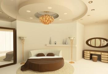Фигурный из гипсокартона потолок и стены имеют один цвет, но с разной насыщенностью