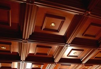 Дизайн встроенных светильников подбирается в зависимости от внешнего вида потолка